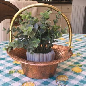 Vintage Coppercraft hammered basket w/ handle
